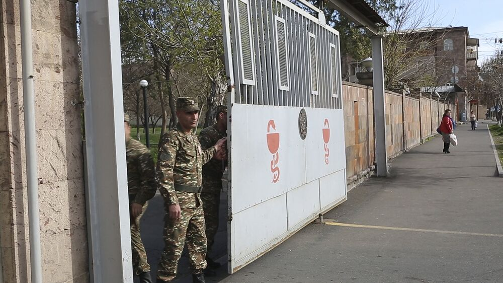 O hospital Muratsan em Erevan, capital da Armênia, começou a receber vítimas do confronto
