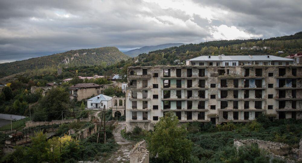 Casas destruídas na cidade de Shusha na autoproclamada República Nagorno-Karabakh