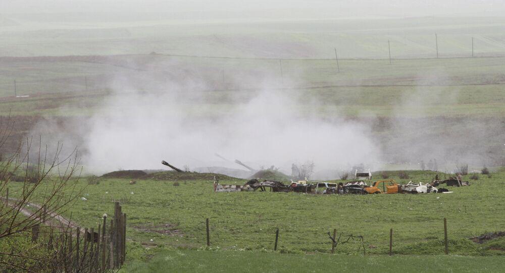 Unidade de artilharia armênia na cidade de Martakert em 3 de abril de 2016