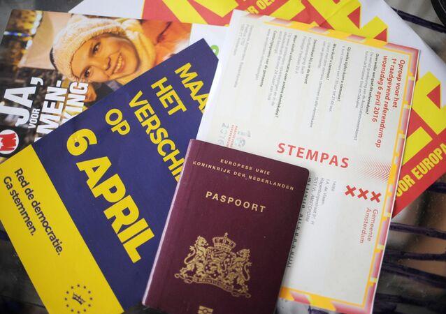 Documentos de cidadão holandês durante a votação