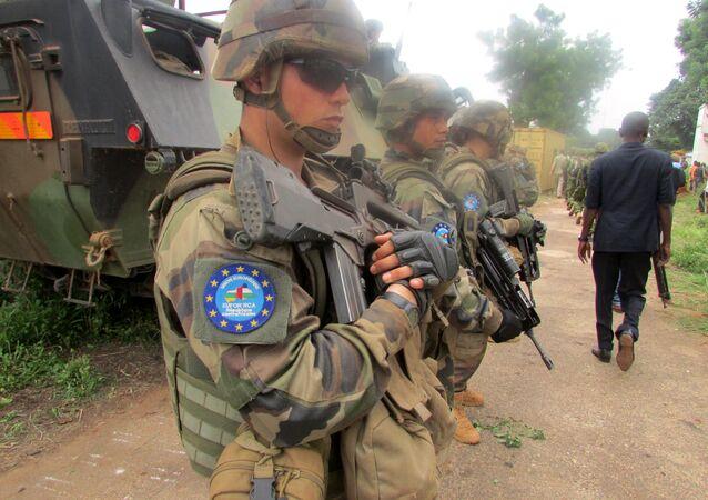 Soldados da Força da União Europeia (EUFOR) na República Centro-Africana