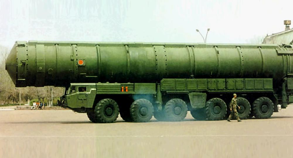 O míssil intercontinental balístico chinês Dongfeng-41 (DF-41)