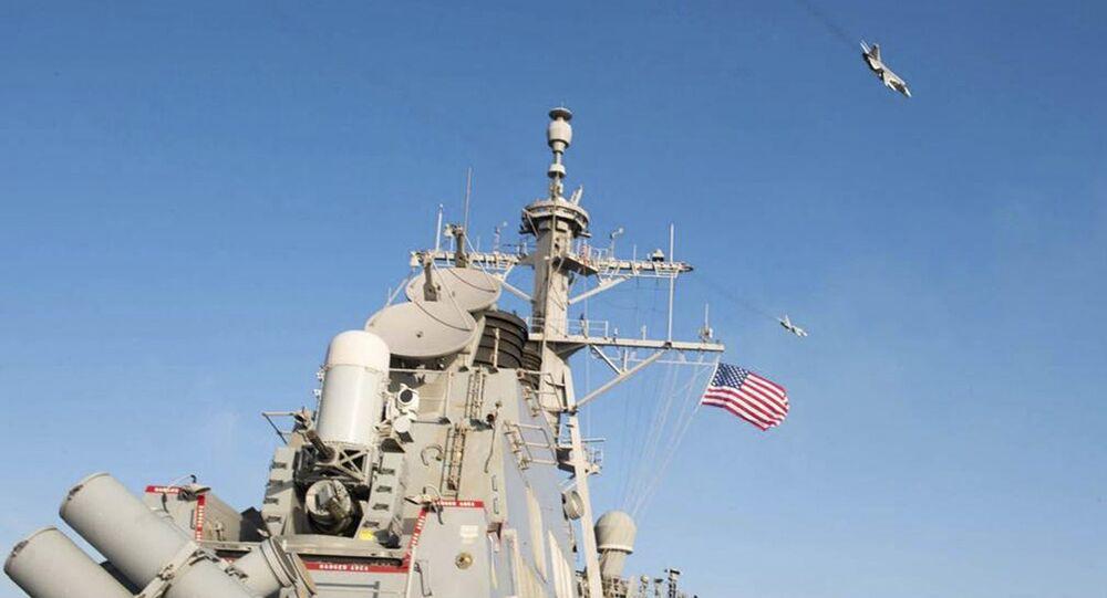 O navio destróier USS Donald Cook no Mar Báltico, 12 de abril de 2016