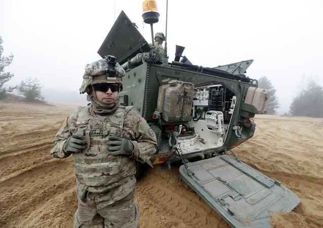 Soldados do exército dos EUA na Letônia participam da operação Atlantic Resolve da OTAN