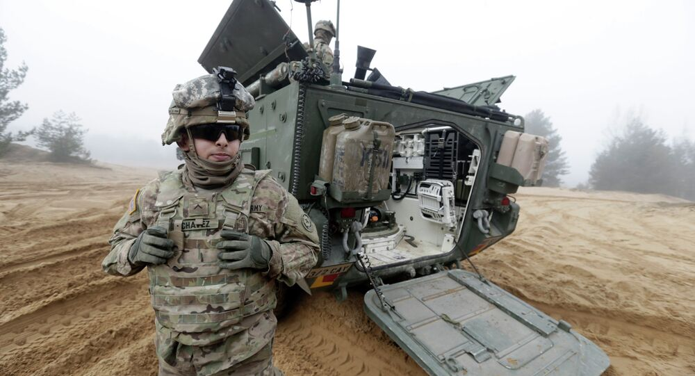 Soldados do exército dos EUA em Latvia participam da Operação Atlantic Resolve da OTAN