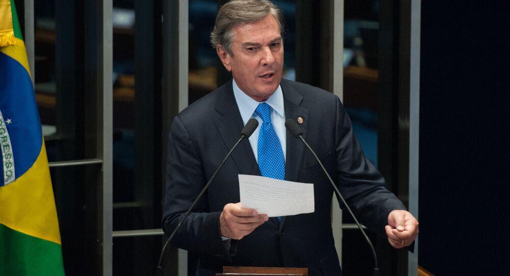 Senador Fernando Collor discursa no plenário do Senado Federal