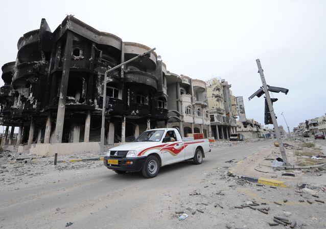 Bairro destruído em Sirte, Líbia