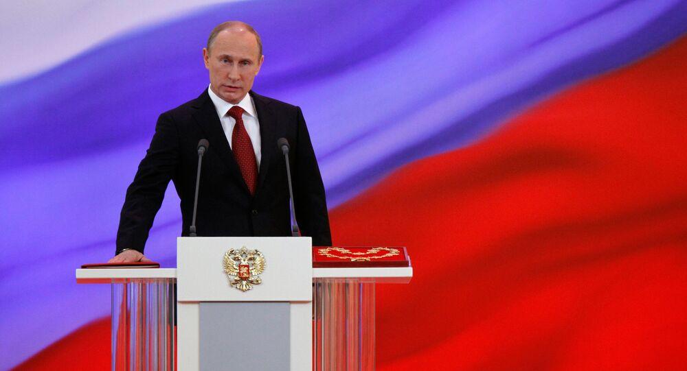 Presidente da Rússia Vladimir Putin presta juramento durante a cerimonia de inauguração, Kremlin, Moscou, Rússia