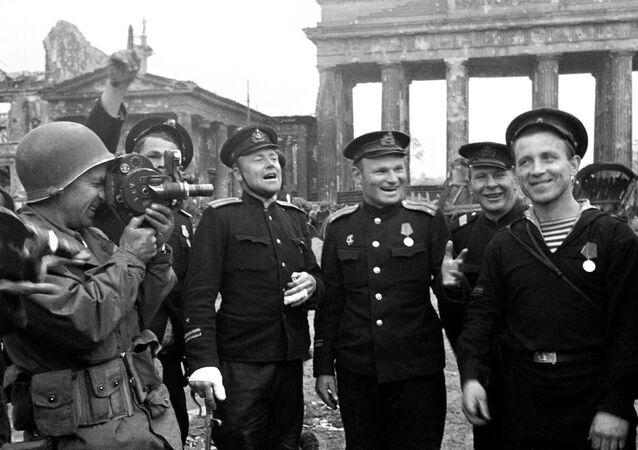Exército Vermelho comemora em Berlim