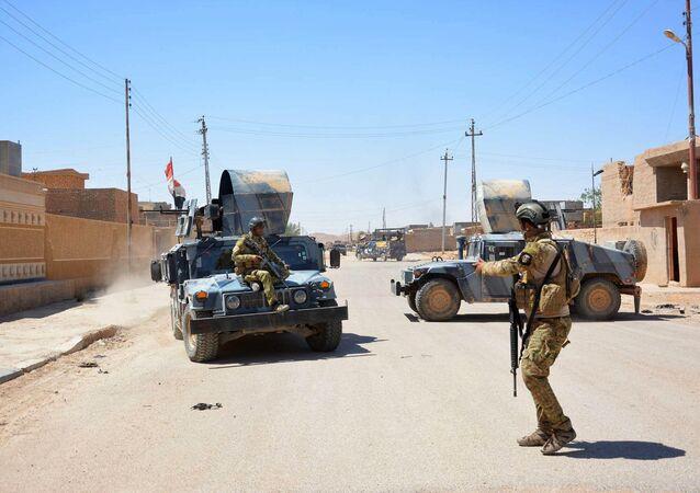 As forças governamentais no Iraque monitoram as ruas
