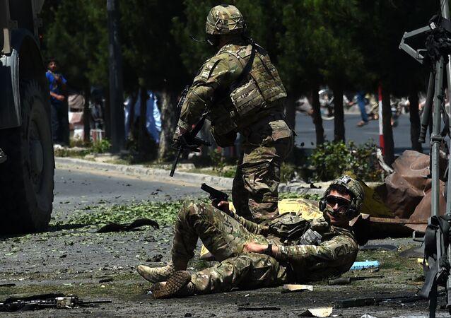 Soldado da OTAN atingido por explosão do carro-bomba no Afeganistão