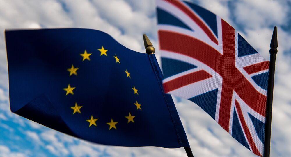 Bandeiras da União Europeia e do Reino Unido