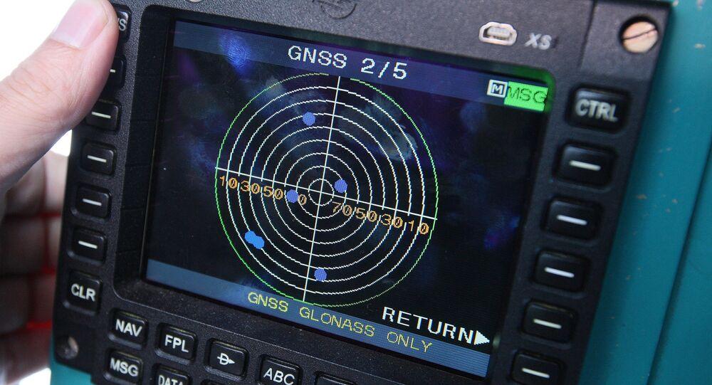 O dispositivo de navegação na base de sistema de posicionamento Glonass
