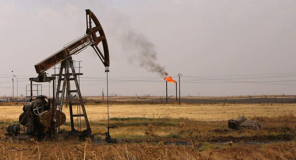 Poço de petróleo no campo Rmeilane, província de Hasakeh, Síria, julho de 2015 (foto de arquivo)