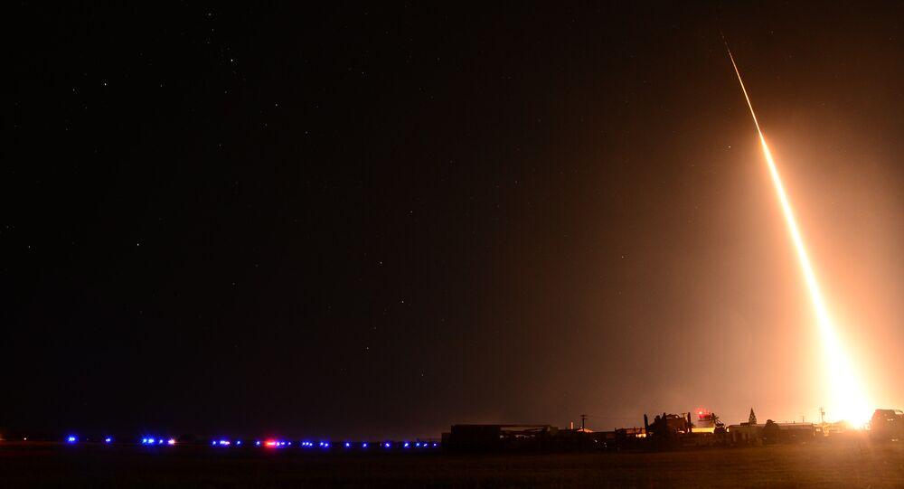Lançamento do Standard Missile-3 (SM-3)