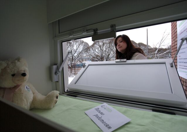 Baby box perto de São Petersburgo, primeiro na região