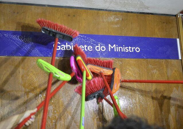 Servidores da extinta Controladoria-Geral da União (CGU) em ato pela exoneração do agora ex-ministro da Transparência, Fiscalização e Controle, Fabiano Silveira