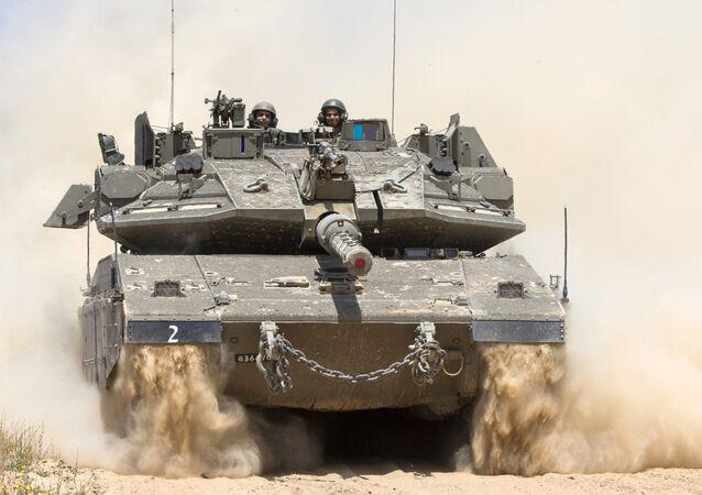 Tanque israelense próximo à fronteira entre Israel e Faixa de Gaza, Israel, 6 de maio de 2016