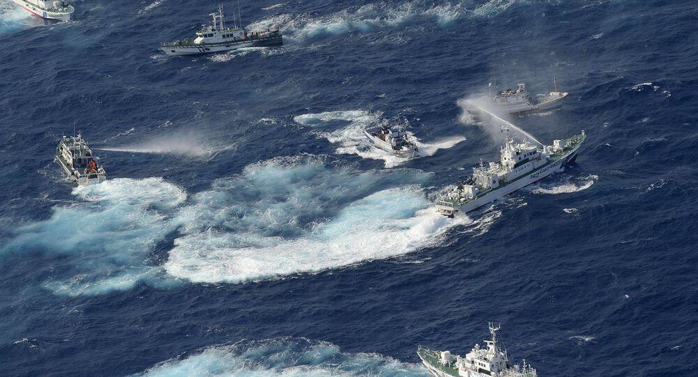 Guarda Costeira japonesa usa canhões de água em disputa territorial nas ilhas Senkaku