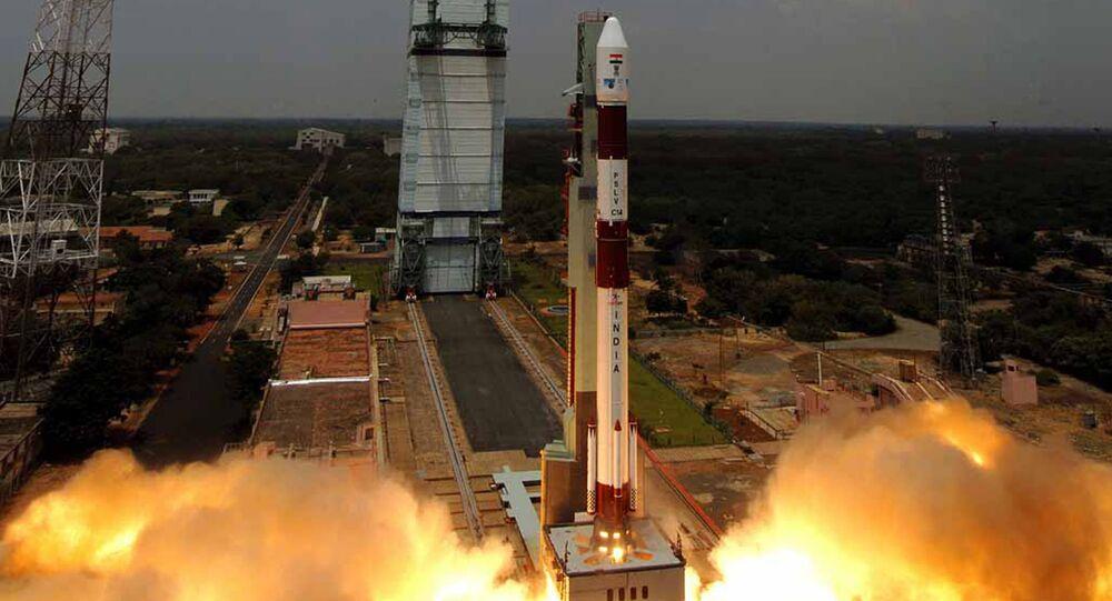 Organização de Pesquisa Espacial da Índia (ISRO) lança o Polar Satellite Launch Vehicle C-34 (PSLV) a partir de seu centro espacial Satish Dhawan, na ilha de Sriharikota, em 23 de setembro, 2009
