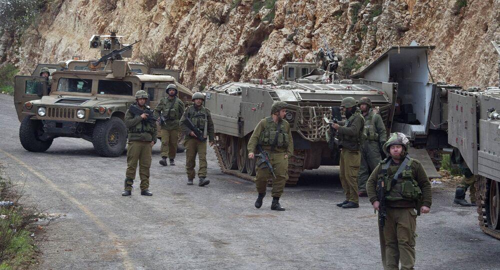 Soldados israelenses patrulhando na fronteira do país