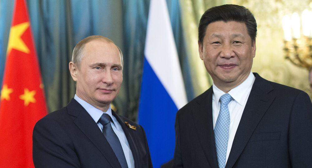 Presidente russo Vladimir Putin e o presidente chinês Xi Jinping durante o encontro bilateral em Kremlin, Moscou, Rússia, maio de 2015