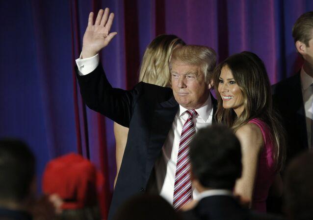 Presidencial Republicano Donald Trump com sua esposa Melania