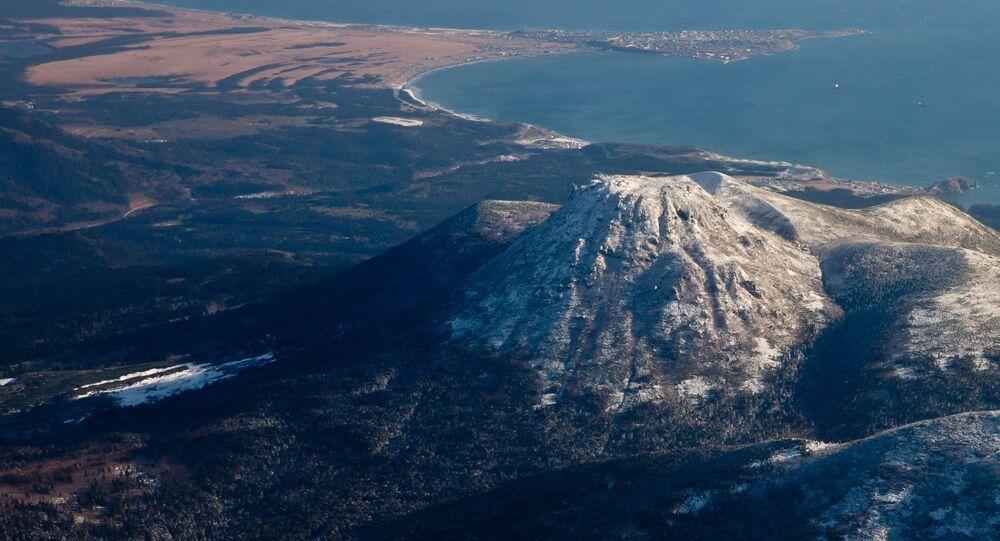 Vulcão na ilha de Kunashir