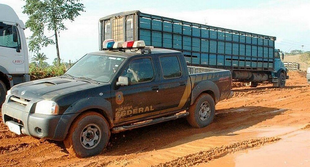 Agentes da Polícia Federal em ação.