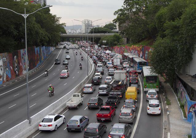 Trânsito na Avenida 23 de maio, em São Paulo