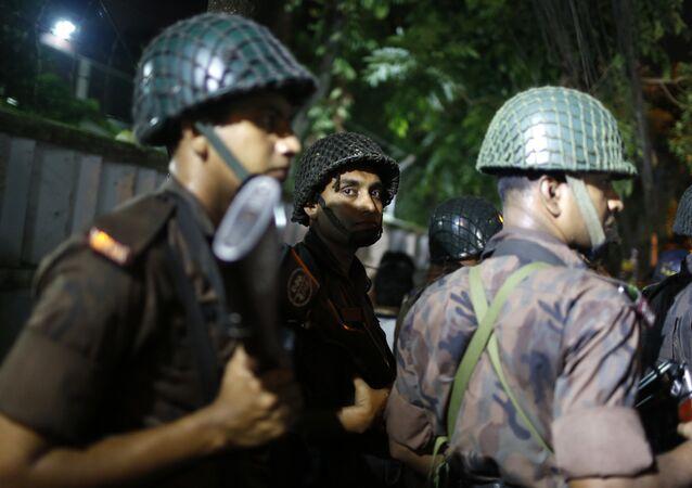 Polícia em Dhaka, Bangladesh