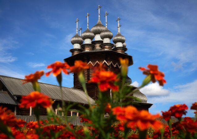 Igreja Pokrovskaya na Reserva etnográfica de Kizhi.