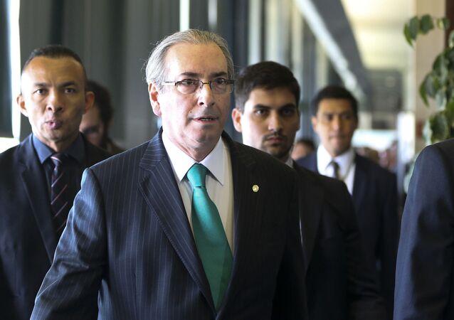 O Deputado Federal Eduardo Cunha renuncia à presidência da Câmara