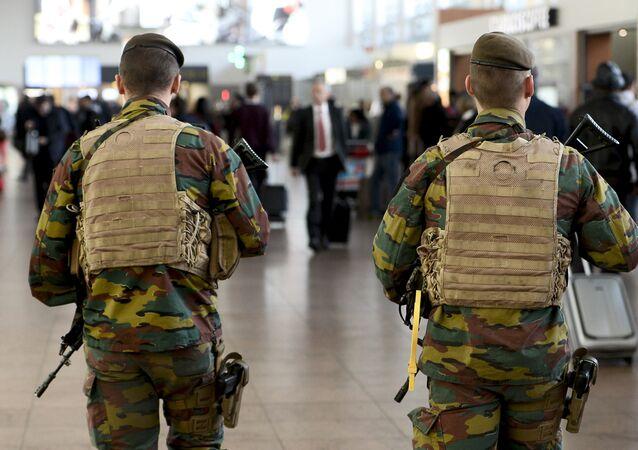 Soldados no aeroporto de Bruxelas