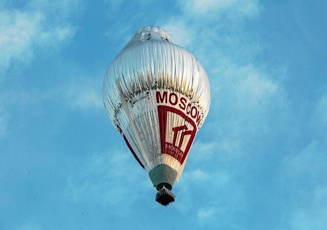 O balão de viajante russo Fyodor Konyuhov