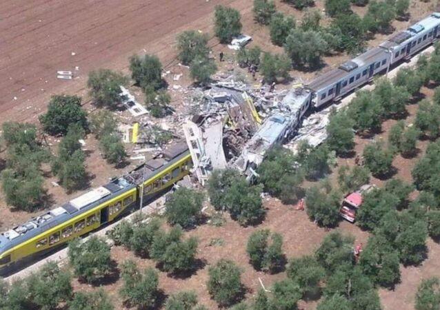 Dois trens colidem de frente na Itália