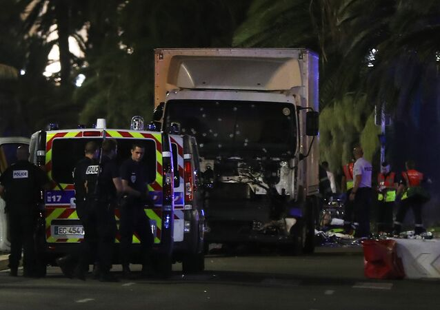 Caminhão atropelou dezenas de pessoas na Promenade des Anglais, em Nice