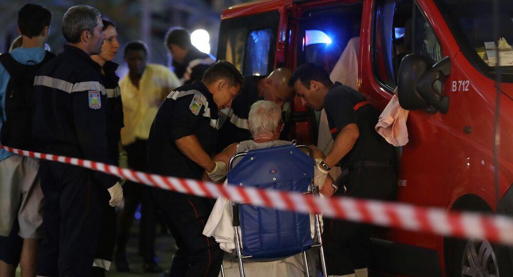 O ataque ocorreu quando uma multidão que comemorava o Dia da Bastilha estava no cais da cidade a assistir os fogos de artifício.