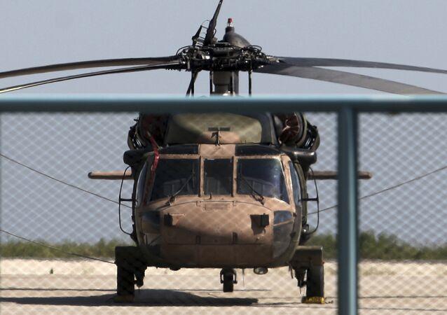 Helicóptero militar turco no aeroporto de Alexandroupolis, Grécia