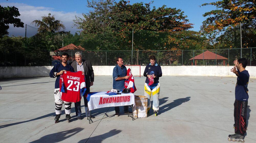 Cerimônia de entrega dos uniformes aos jogadores do Lokomotiv Rio