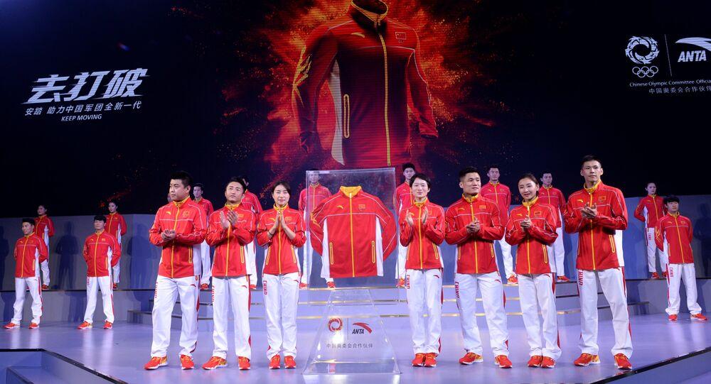 Atletas da China durante cerimônia de apresentação dos uniformes da equipe olímpica do país para os Jogos Rio 2016