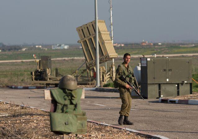 Sistema da defesa aérea israelense Iron Dome