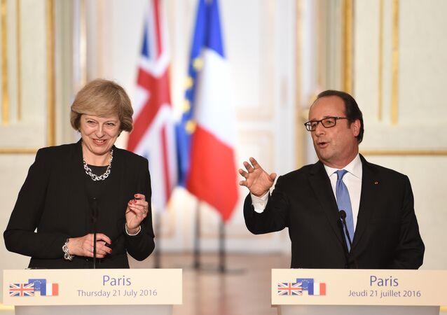 Presidente da França, François Hollande, e primeira-ministra da Grã-Bretanha, Theresa May, participam de coletiva de imprensa