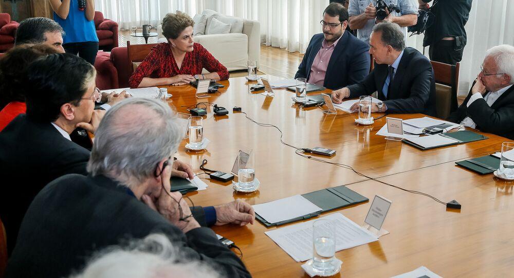 Dilma Rousseff se reúne com juristas