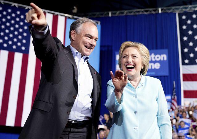 Hillary Clinton e Tim Kaine durante evento do Partido Democrata, em Miami, Florida