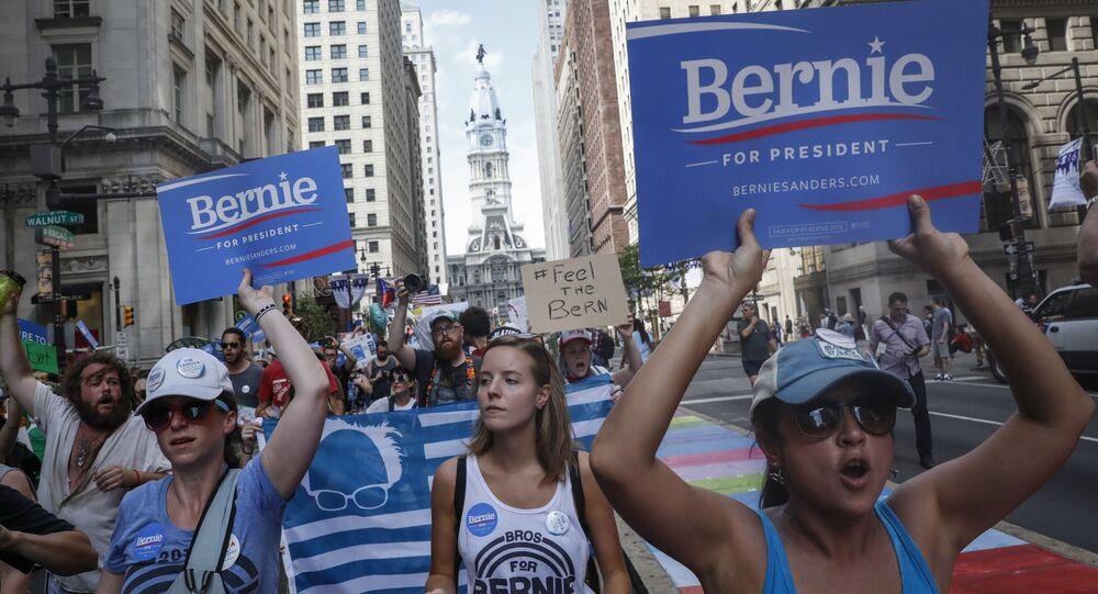 Apoiadores de Bernie Sanders protestam contra a escolha de Hillary Clinton pelo Partido Democrata