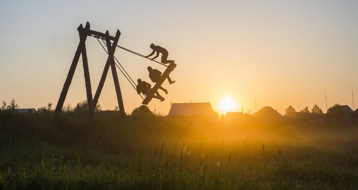 Foto da série Vila viva de Aleksei Malgavko da Rússia que venceu na categoria Cores do Mundo. Harmonia da Vida no Concurso Jornalístico Fotográfico Internacional Andrei Stenin 2016