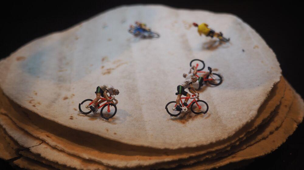 Miniaturas olímpicas feitas com massas do Brasil na Casa Brasil