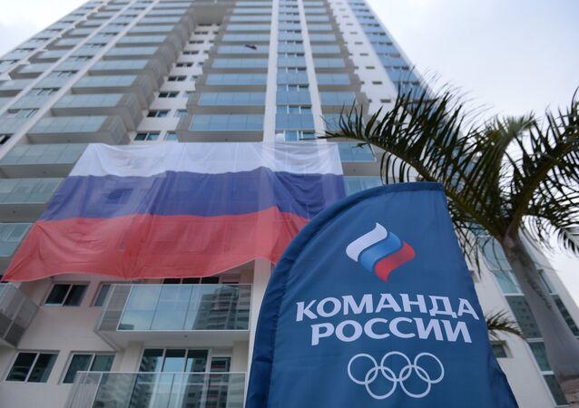 Bandeira russa na Vila Olímpica no Rio de Janeiro