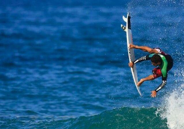 Surfista Adriano de Souza, o Mineirinho
